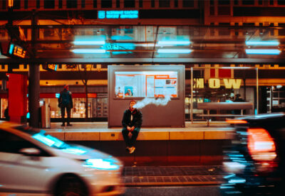 man vaping in newyork city